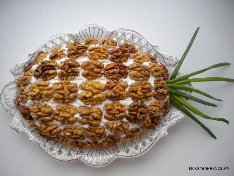 Салат с ананасом и грецкими орехами фото